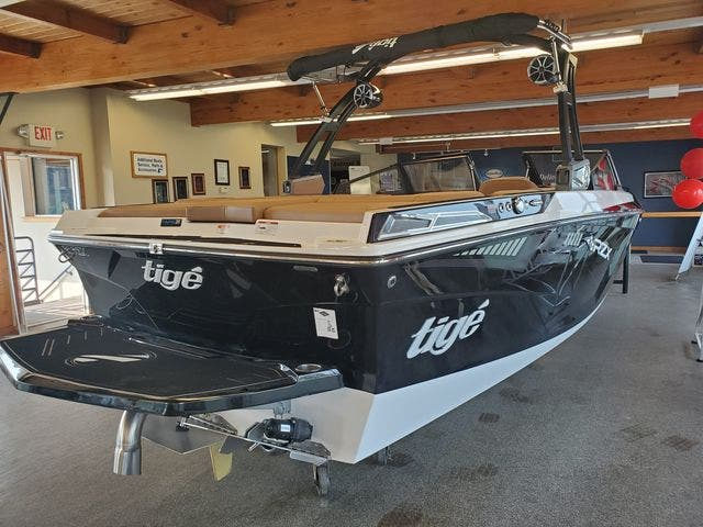 2021 Tige boat for sale, model of the boat is 20-RZX & Image # 4 of 17