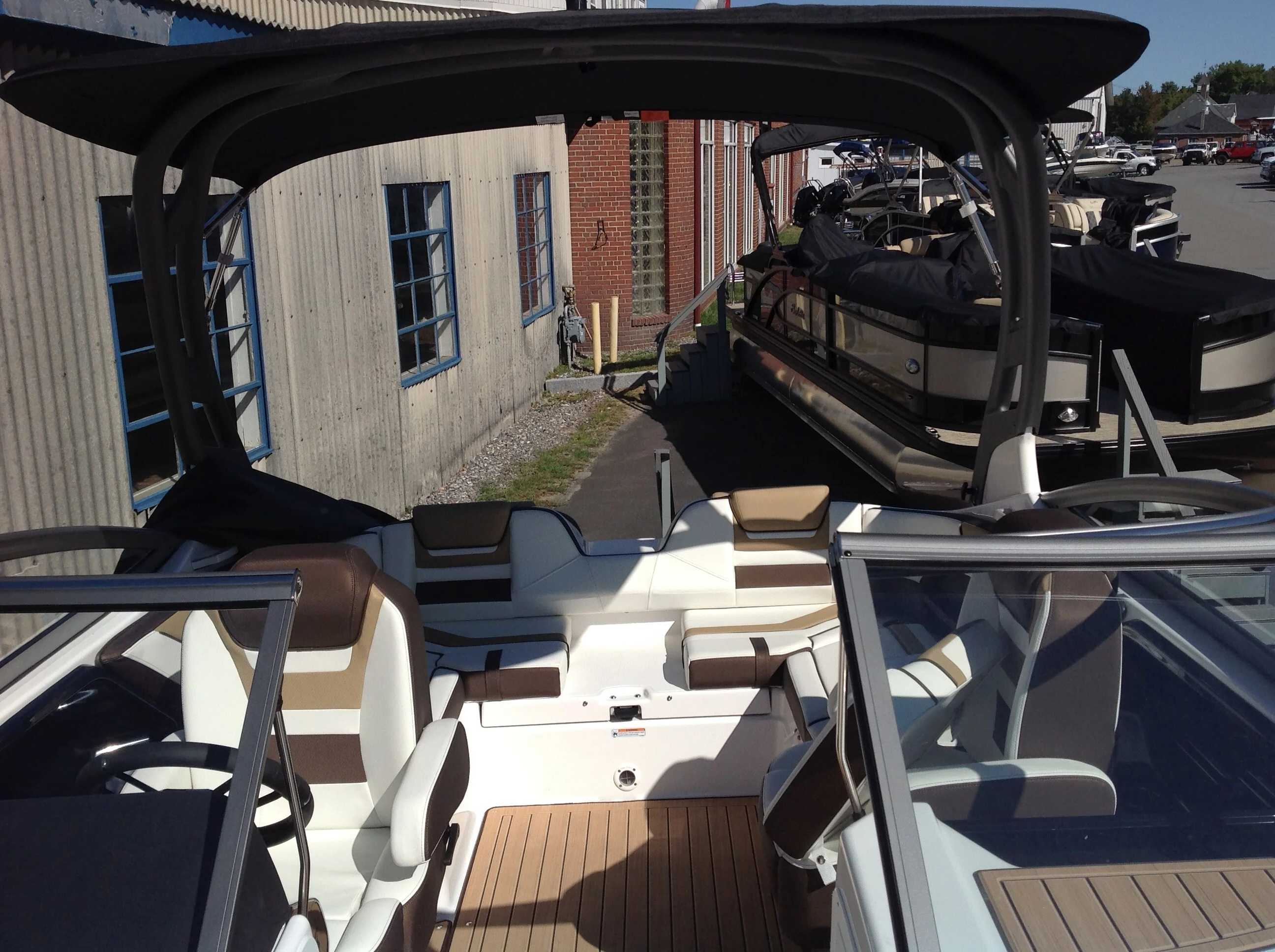 2021 Yamaha boat for sale, model of the boat is 212se & Image # 6 of 14