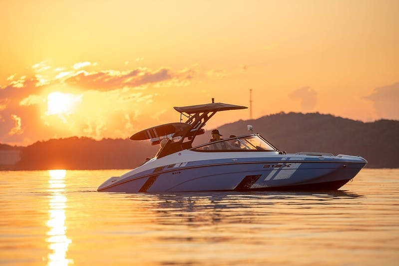 2021 Yamaha boat for sale, model of the boat is 212XE & Image # 3 of 11