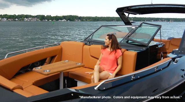 2022 Cruisers Yachts boat for sale, model of the boat is 390EXPRESSCOUPE & Image # 4 of 11