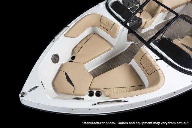 2022 Glastron boat for sale, model of the boat is 210GX & Image # 4 of 15