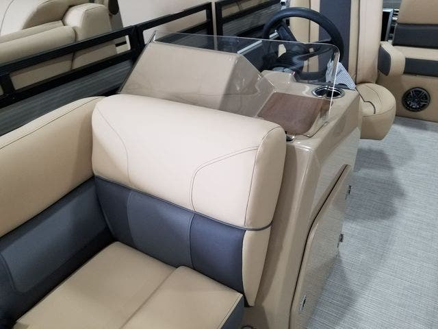 2022 Harris boat for sale, model of the boat is 210CX/CS & Image # 4 of 16