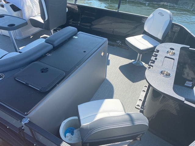 2022 Manitou boat for sale, model of the boat is 20 AURORA & Image # 7 of 13