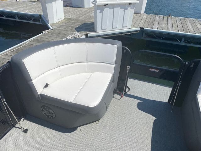 2022 Manitou boat for sale, model of the boat is 20 AURORA & Image # 11 of 13