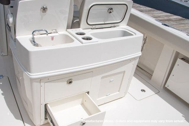 2022 Sailfish Boats boat for sale, model of the boat is 272CC & Image # 5 of 7