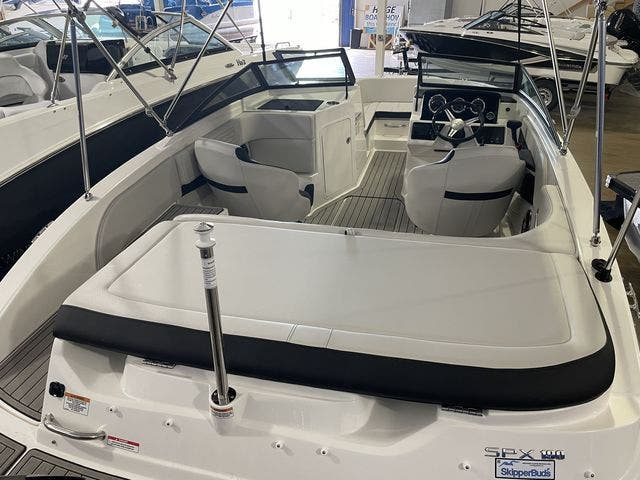 2022 Sea Ray boat for sale, model of the boat is 190SPXO & Image # 3 of 8