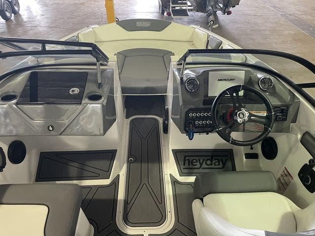 2022 Sea Ray boat for sale, model of the boat is 190SPXO & Image # 4 of 8