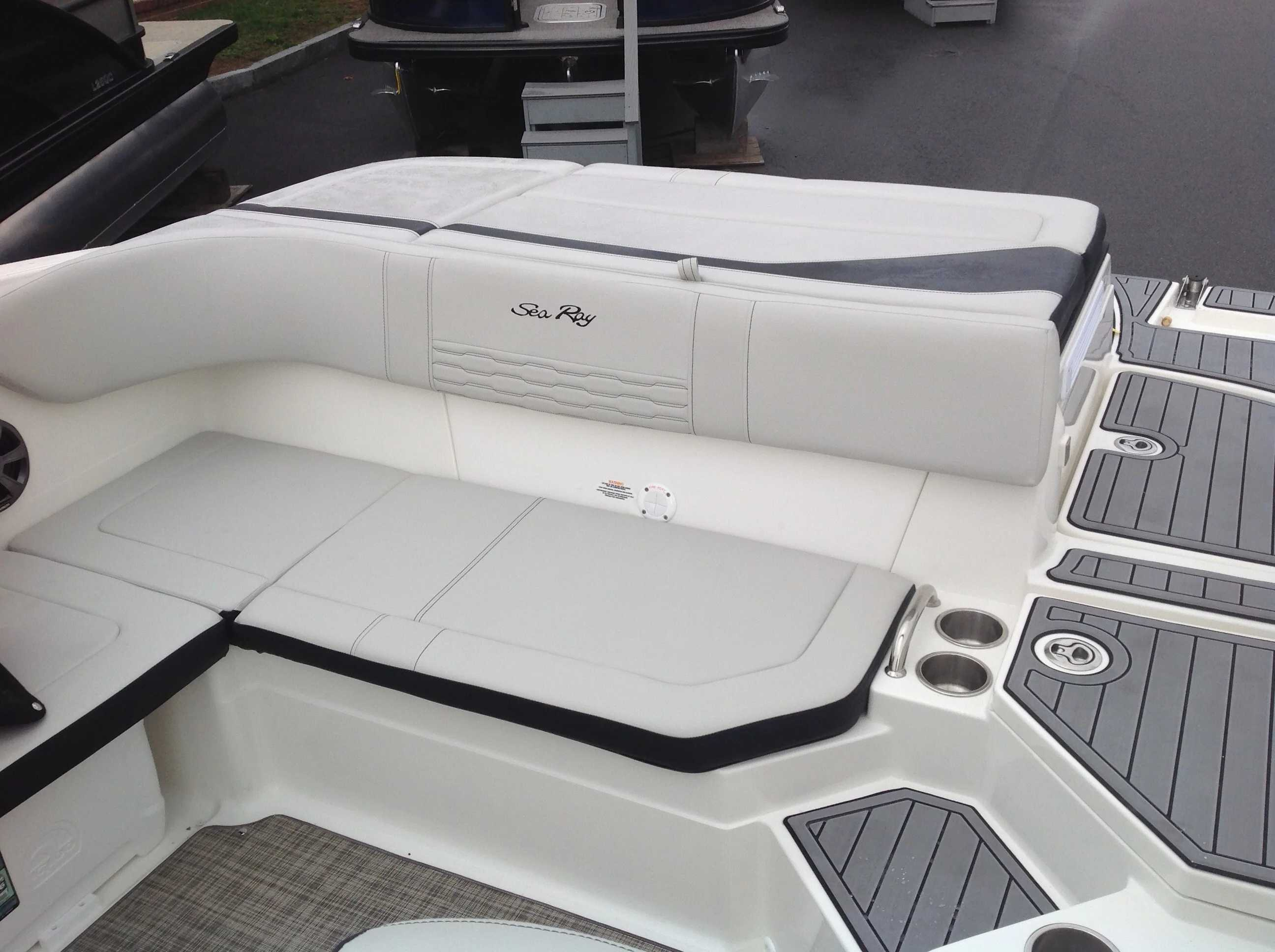 2022 Sea Ray boat for sale, model of the boat is 210spx & Image # 5 of 8