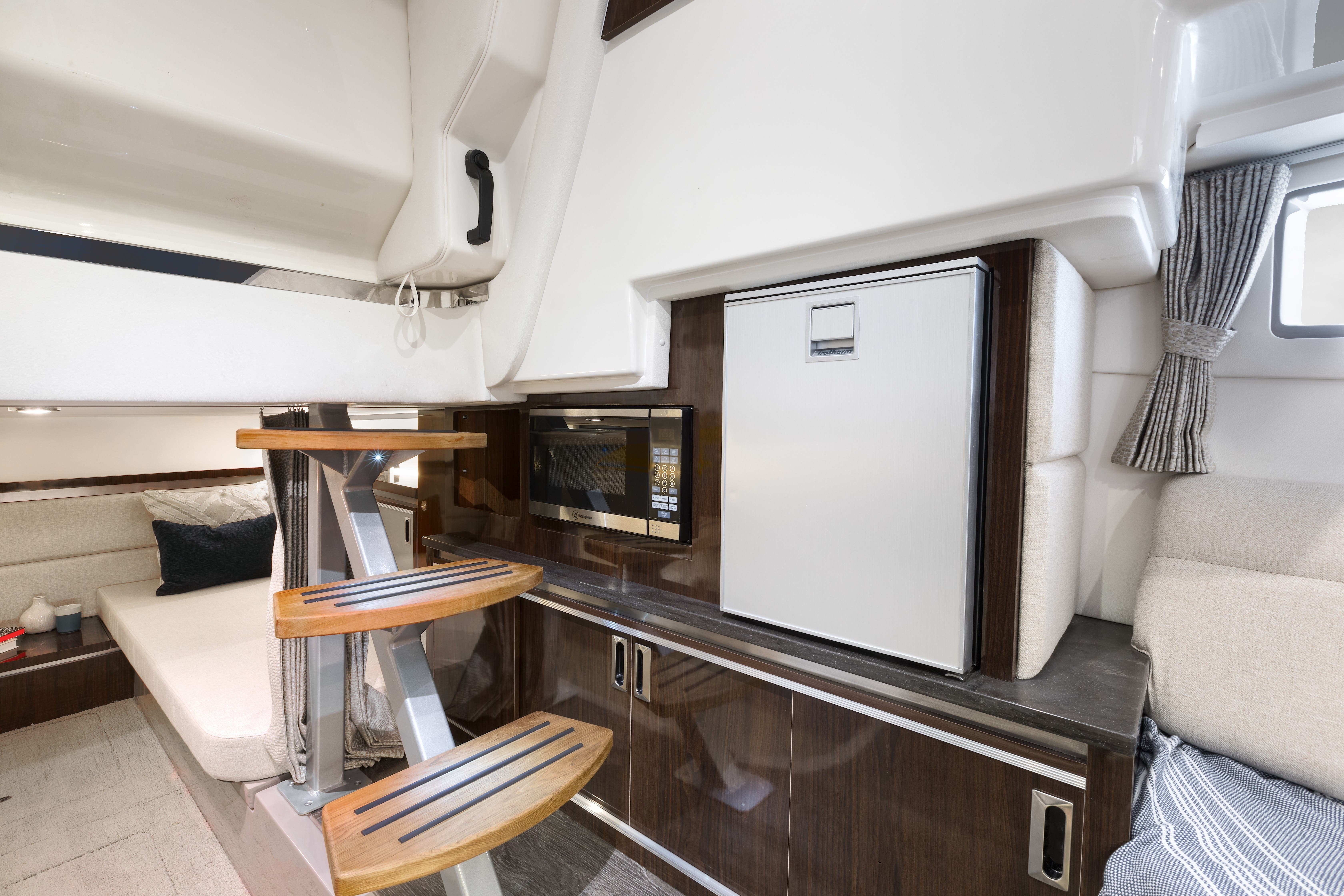 2022 Sea Ray boat for sale, model of the boat is 370DAO & Image # 5 of 8
