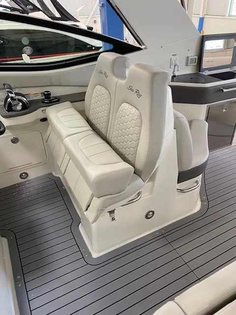 2022 Sea Ray boat for sale, model of the boat is 320 Sundancer & Image # 5 of 13