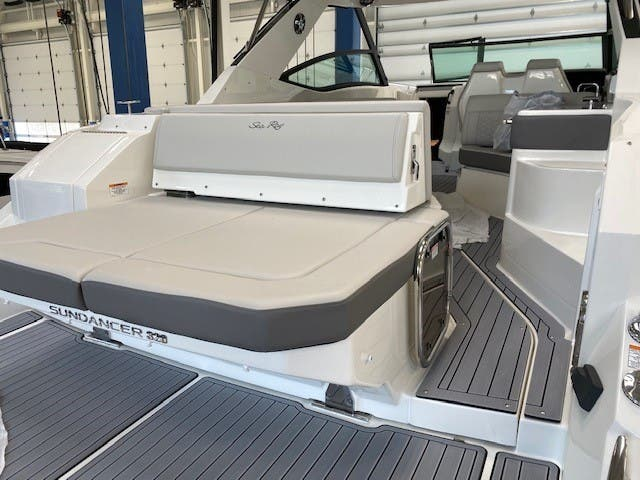 2022 Sea Ray boat for sale, model of the boat is 320 Sundancer & Image # 11 of 13