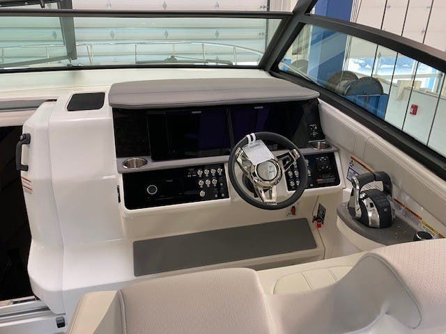 2022 Sea Ray boat for sale, model of the boat is 320 Sundancer & Image # 6 of 13