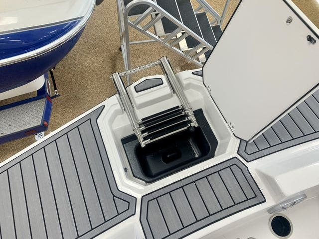 2022 Starcraft boat for sale, model of the boat is 171SVX/OB & Image # 6 of 11