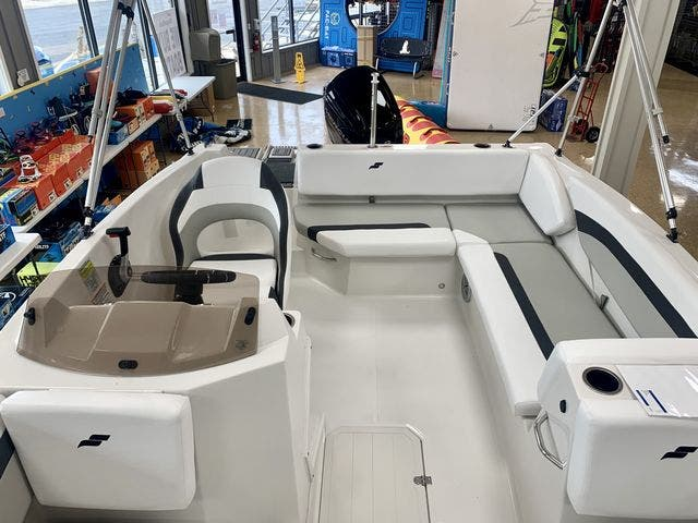 2022 Starcraft boat for sale, model of the boat is 171SVX/OB & Image # 8 of 11