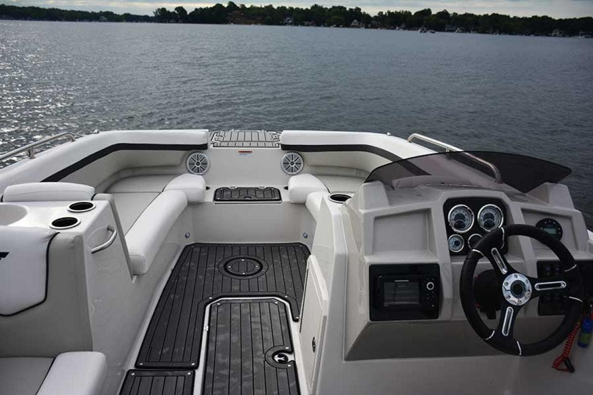 2022 Starcraft boat for sale, model of the boat is SVX 211 OB & Image # 3 of 4