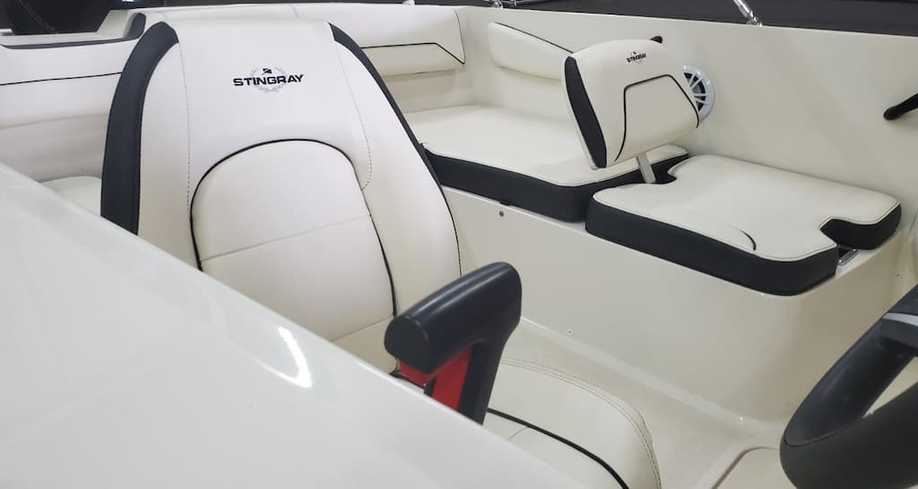 2022 Stingray boat for sale, model of the boat is 172SC & Image # 5 of 7