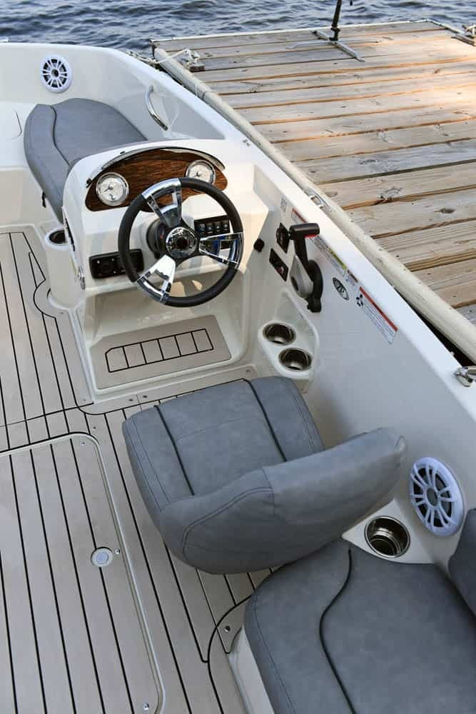 2022 Stingray boat for sale, model of the boat is 182SC & Image # 5 of 6