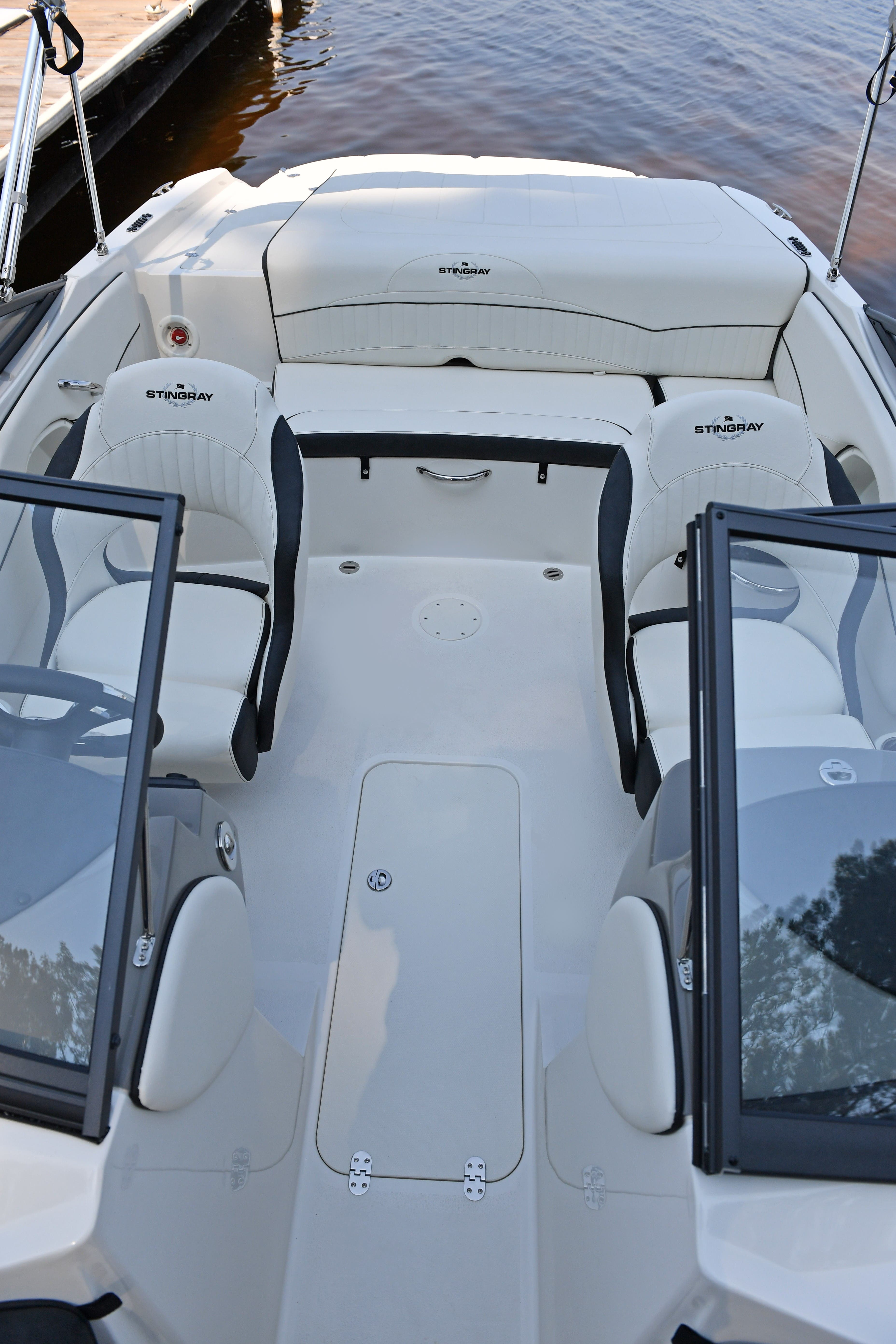 2022 Stingray boat for sale, model of the boat is 208LR & Image # 7 of 15