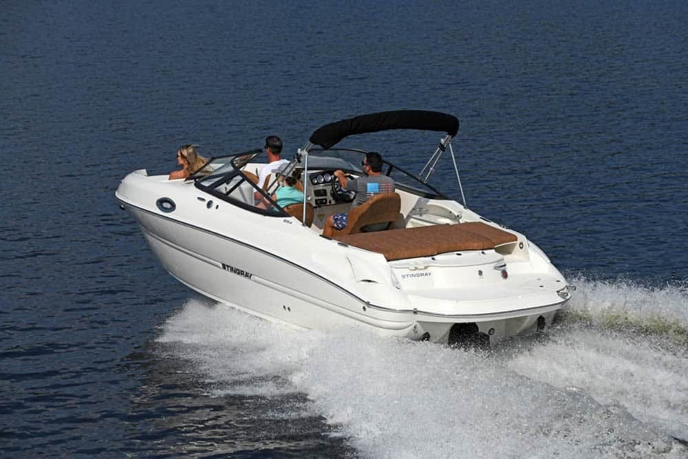 2022 Stingray boat for sale, model of the boat is 215lr & Image # 3 of 4