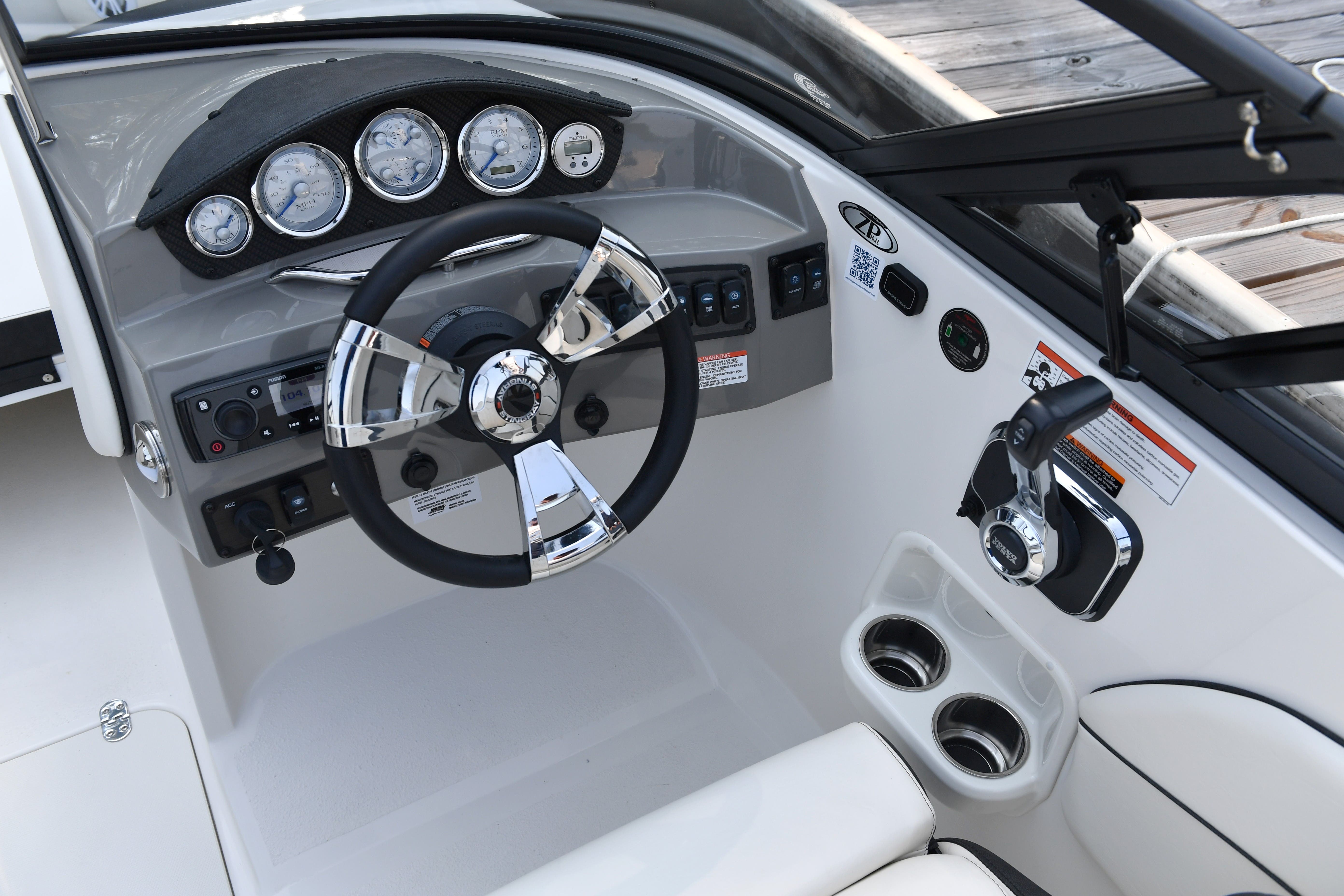 2022 Stingray boat for sale, model of the boat is 208LR & Image # 7 of 13