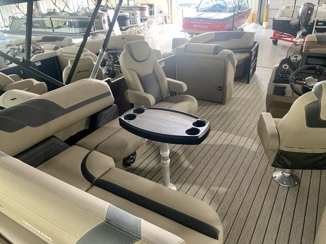 2022 Sylvan boat for sale, model of the boat is L3CLZDH & Image # 3 of 9