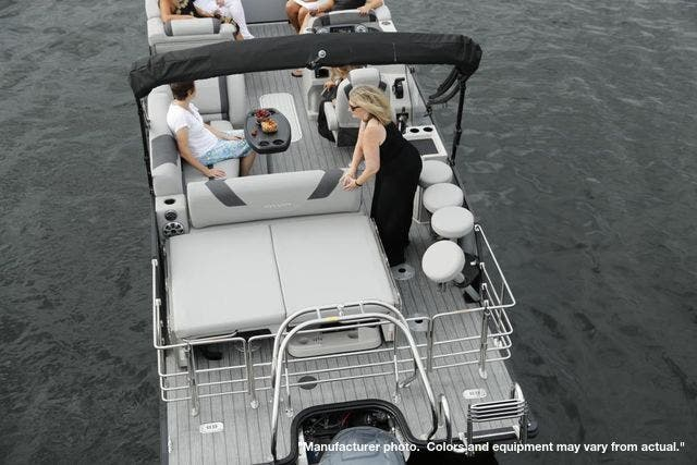 2022 Sylvan boat for sale, model of the boat is L3DLZBarTT & Image # 4 of 8
