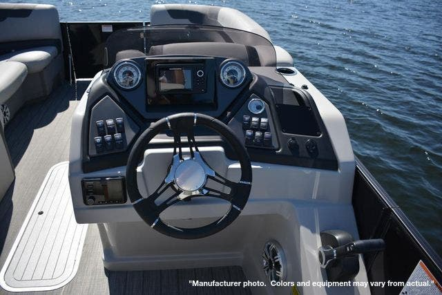 2022 Sylvan boat for sale, model of the boat is L5DLZ & Image # 7 of 16