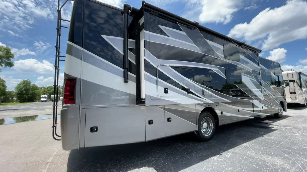 2022 Thor Motor Coach Challenger 37DS Thumbnail